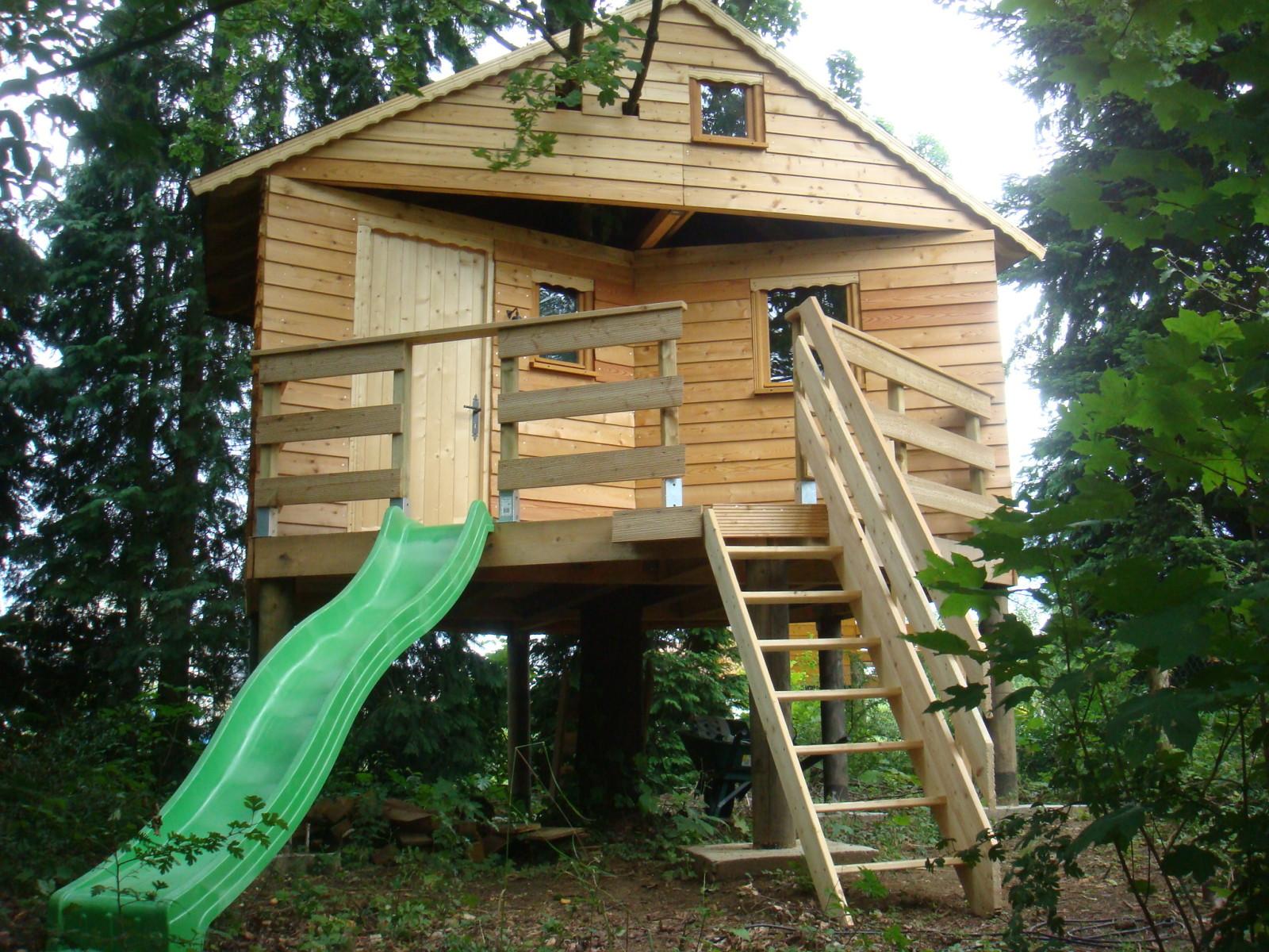 Construire une cabane en bois sur pilotis