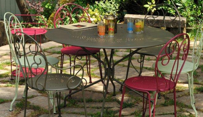 Salon de jardin métal romantique - Jardin piscine et Cabane