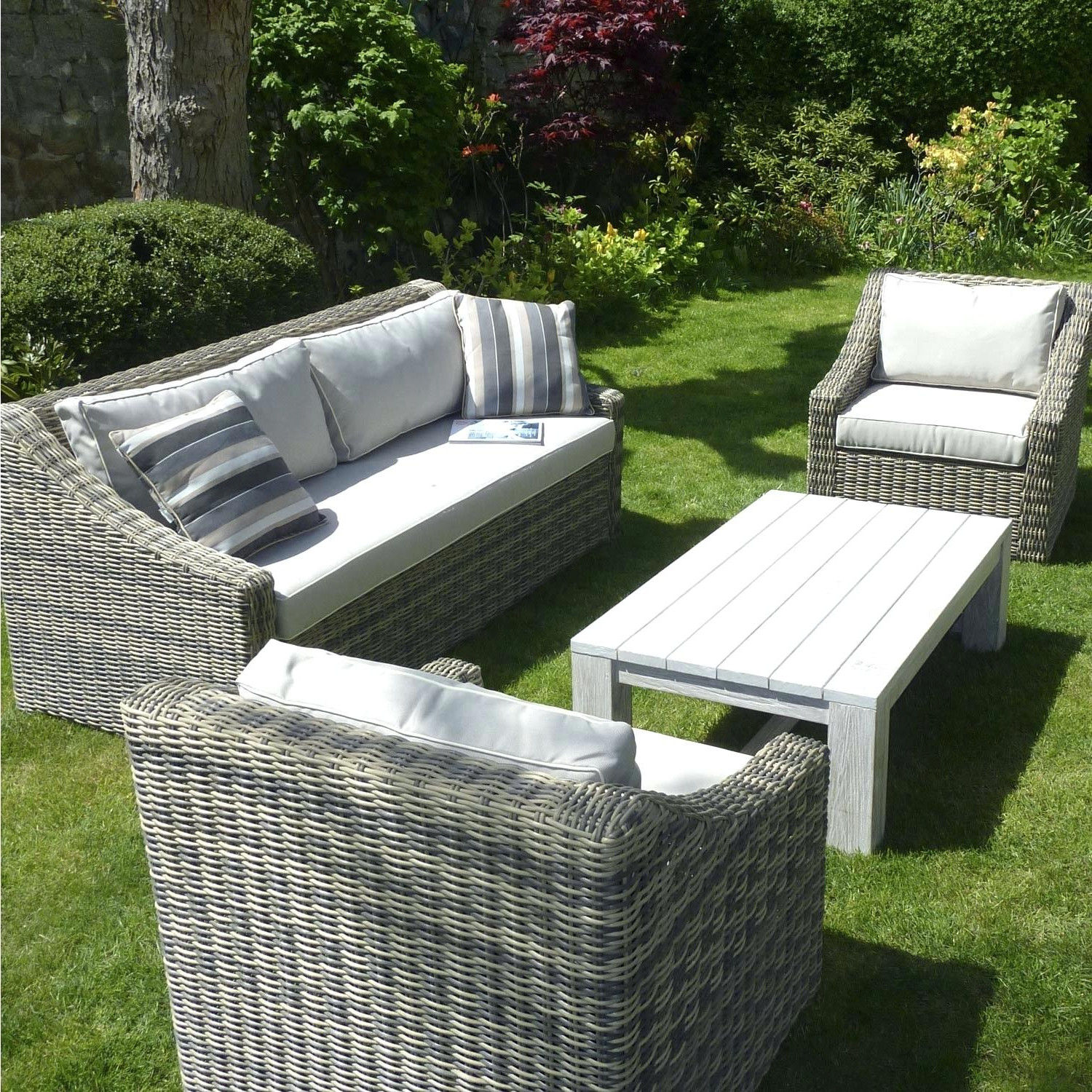 salon de jardin carrefour venissieux jardin piscine et. Black Bedroom Furniture Sets. Home Design Ideas