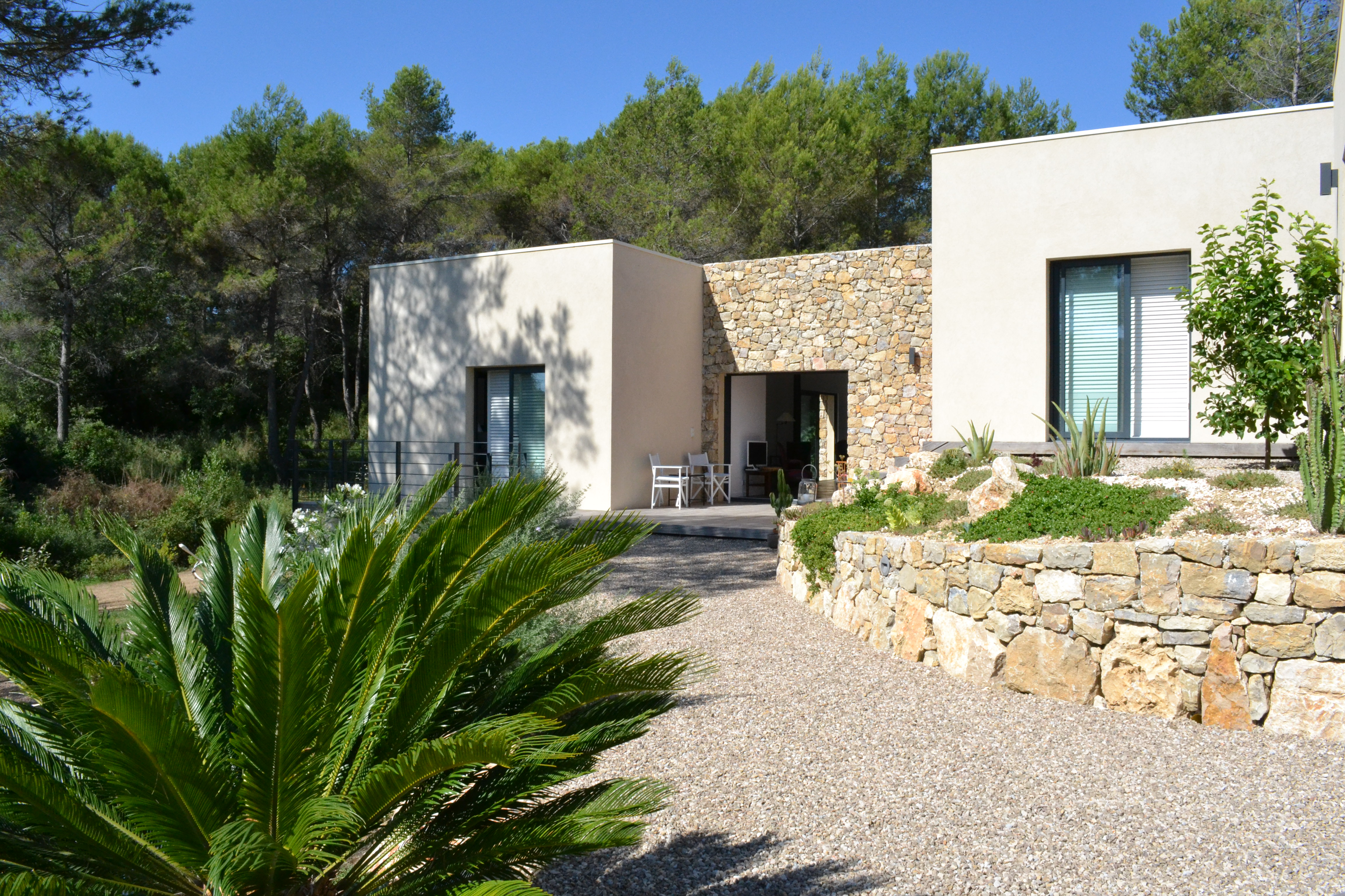 construction piscine sur restanque jardin piscine et cabane. Black Bedroom Furniture Sets. Home Design Ideas