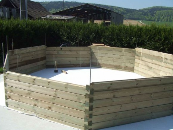 comment construire piscine en bois jardin piscine et cabane. Black Bedroom Furniture Sets. Home Design Ideas