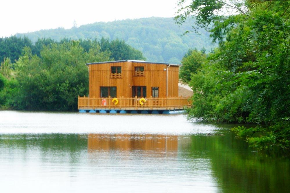 Cabane sur l'eau etretat
