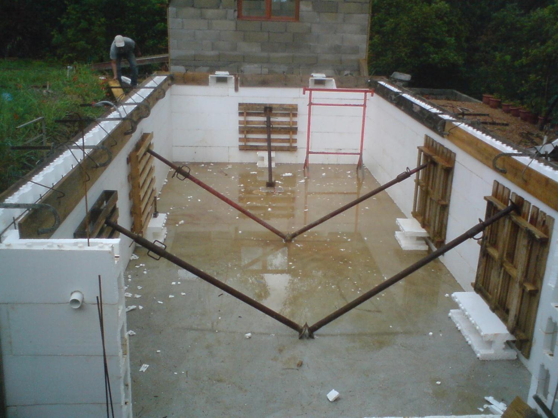 Construction de piscine en bloc polystyrene jardin piscine et cabane - Parpaing polystyrene pour piscine ...