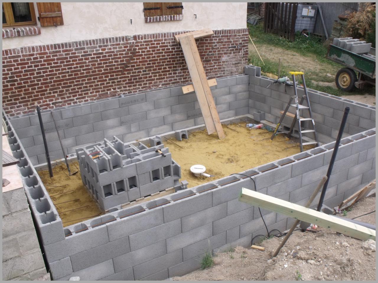 Construire piscine bloc a bancher jardin piscine et cabane - Construire une piscine hors sol en beton ...