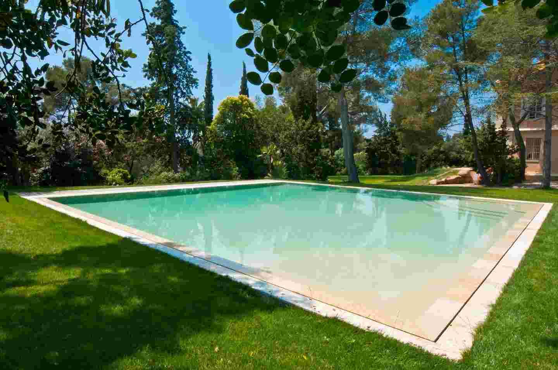 prix piscine a construire jardin piscine et cabane. Black Bedroom Furniture Sets. Home Design Ideas