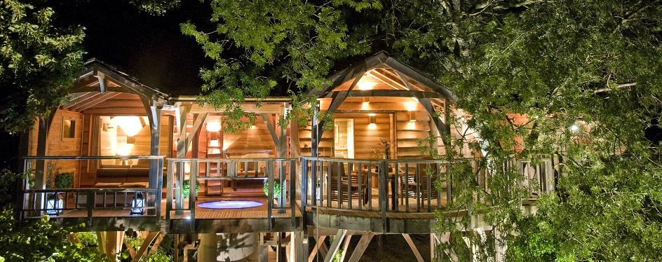 cabane perch e jacuzzi jardin piscine et cabane. Black Bedroom Furniture Sets. Home Design Ideas