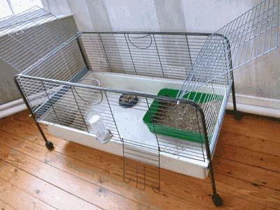 cage a lapin blanche jardin piscine et cabane. Black Bedroom Furniture Sets. Home Design Ideas