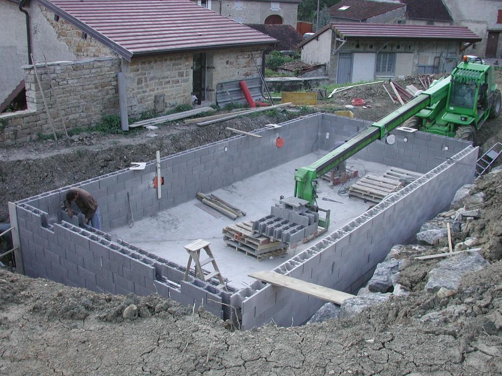Comment construire une piscine en bloc a bancher