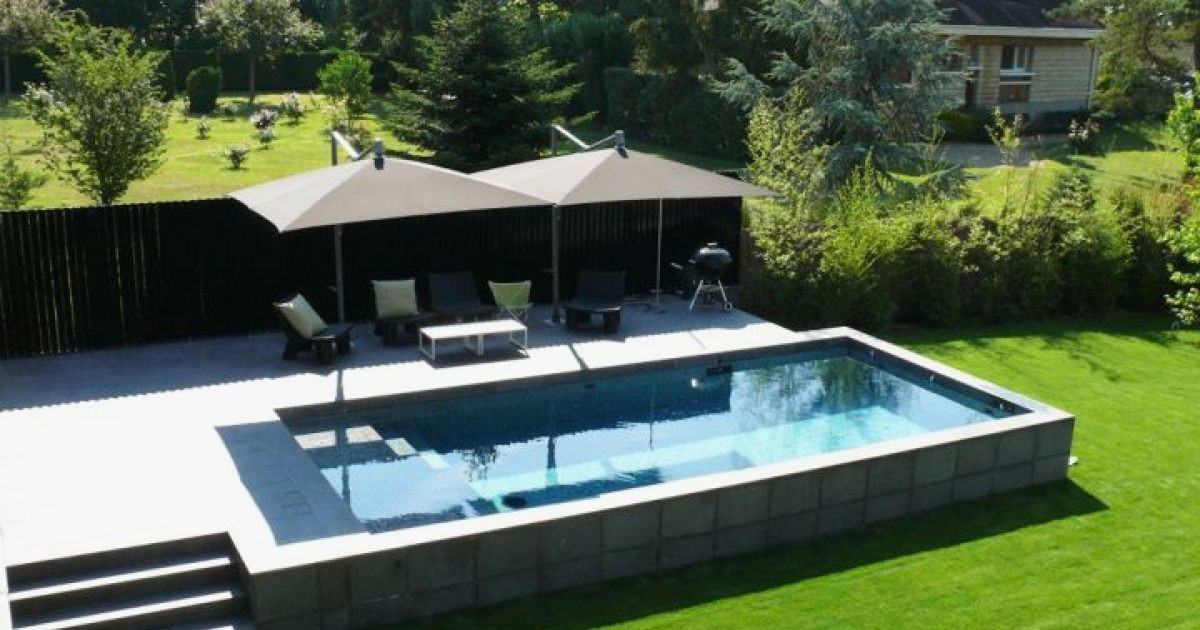 construire piscine beton hors sol jardin piscine et cabane. Black Bedroom Furniture Sets. Home Design Ideas