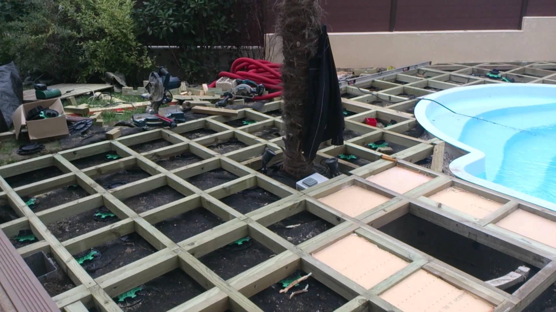 Construire une plage de piscine en bois jardin piscine - Comment faire une piscine pas cher ...