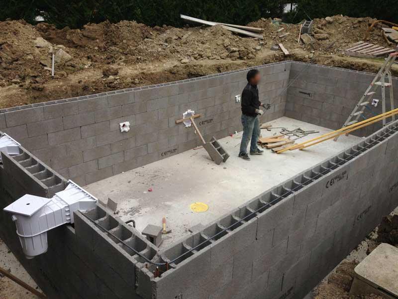 Construire une piscine en bloc beton jardin piscine et cabane - Piscine en dur pas cher ...