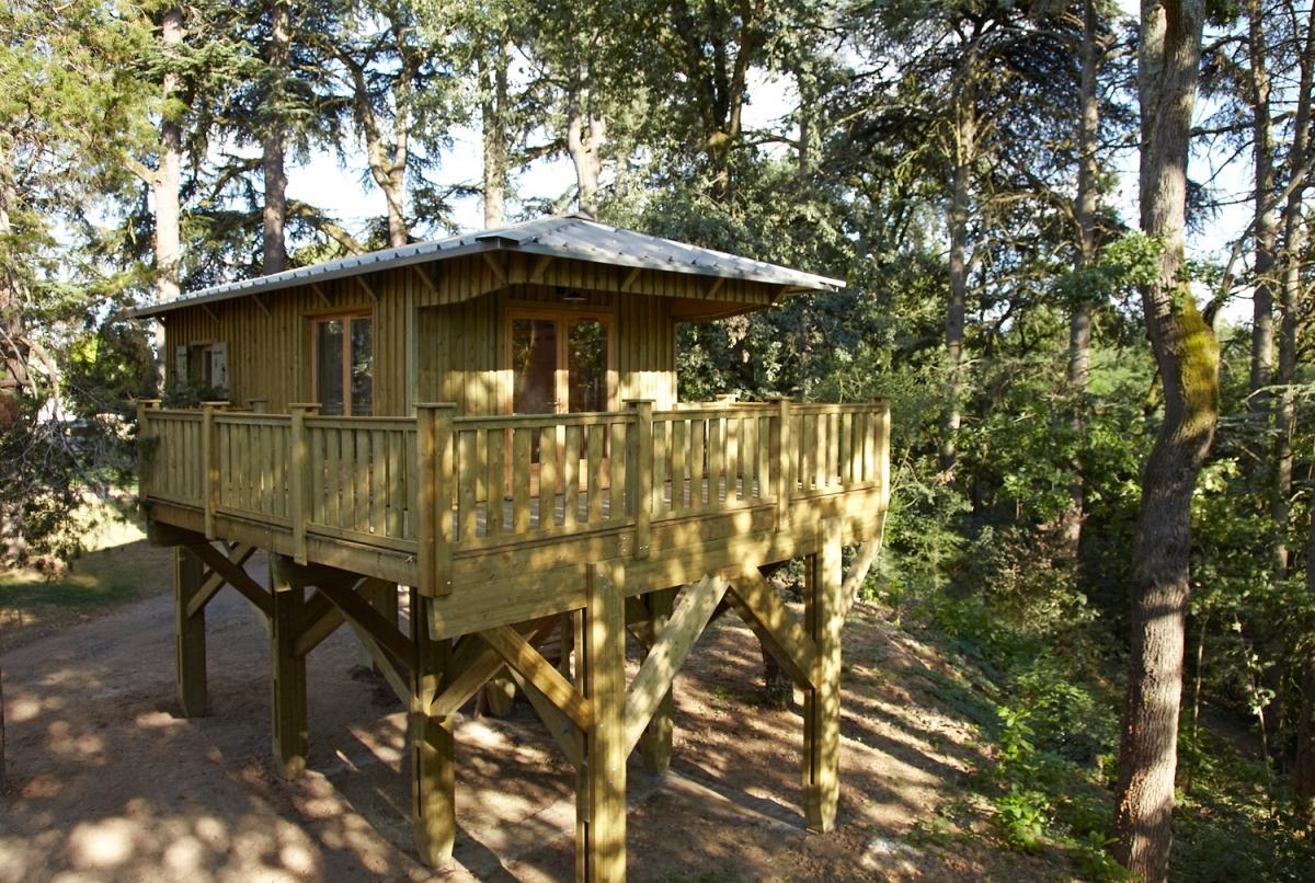 construire sa cabane sur pilotis jardin piscine et cabane. Black Bedroom Furniture Sets. Home Design Ideas