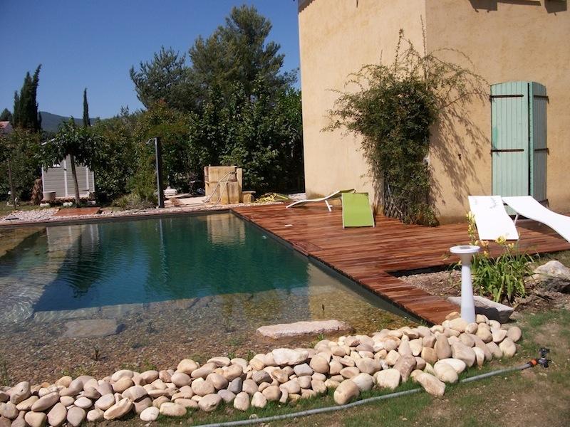 Idee deco jardin avec piscine jardin piscine et cabane - Idees maison de charme avec lebois et la pierre naturelle ...