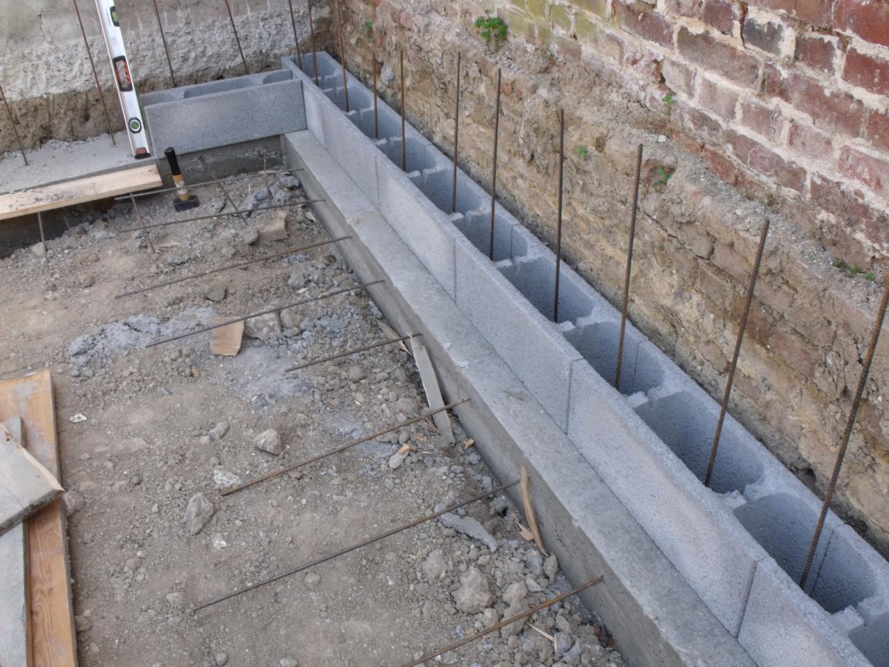 construction piscine beton banch jardin piscine et cabane. Black Bedroom Furniture Sets. Home Design Ideas