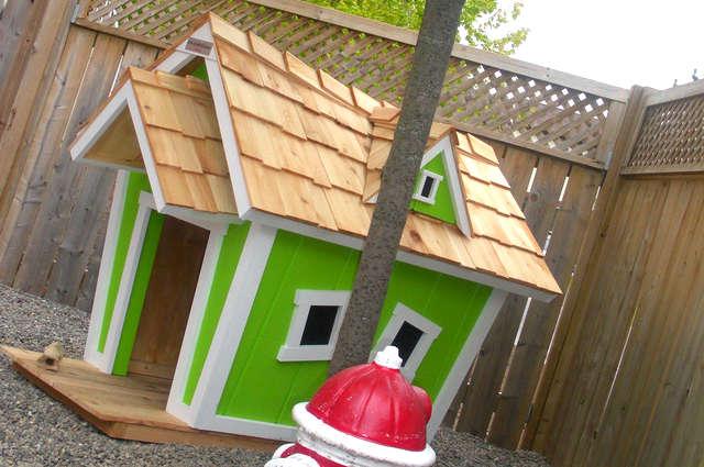 cabane en bois pour chien jardin piscine et cabane. Black Bedroom Furniture Sets. Home Design Ideas