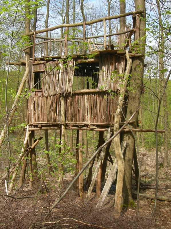 cabane dans les bois facile jardin piscine et cabane. Black Bedroom Furniture Sets. Home Design Ideas