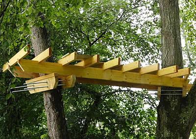 cabane dans les arbres fabrication jardin piscine et cabane. Black Bedroom Furniture Sets. Home Design Ideas