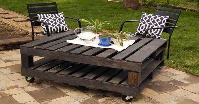 creer un salon de jardin en palette jardin piscine et cabane. Black Bedroom Furniture Sets. Home Design Ideas