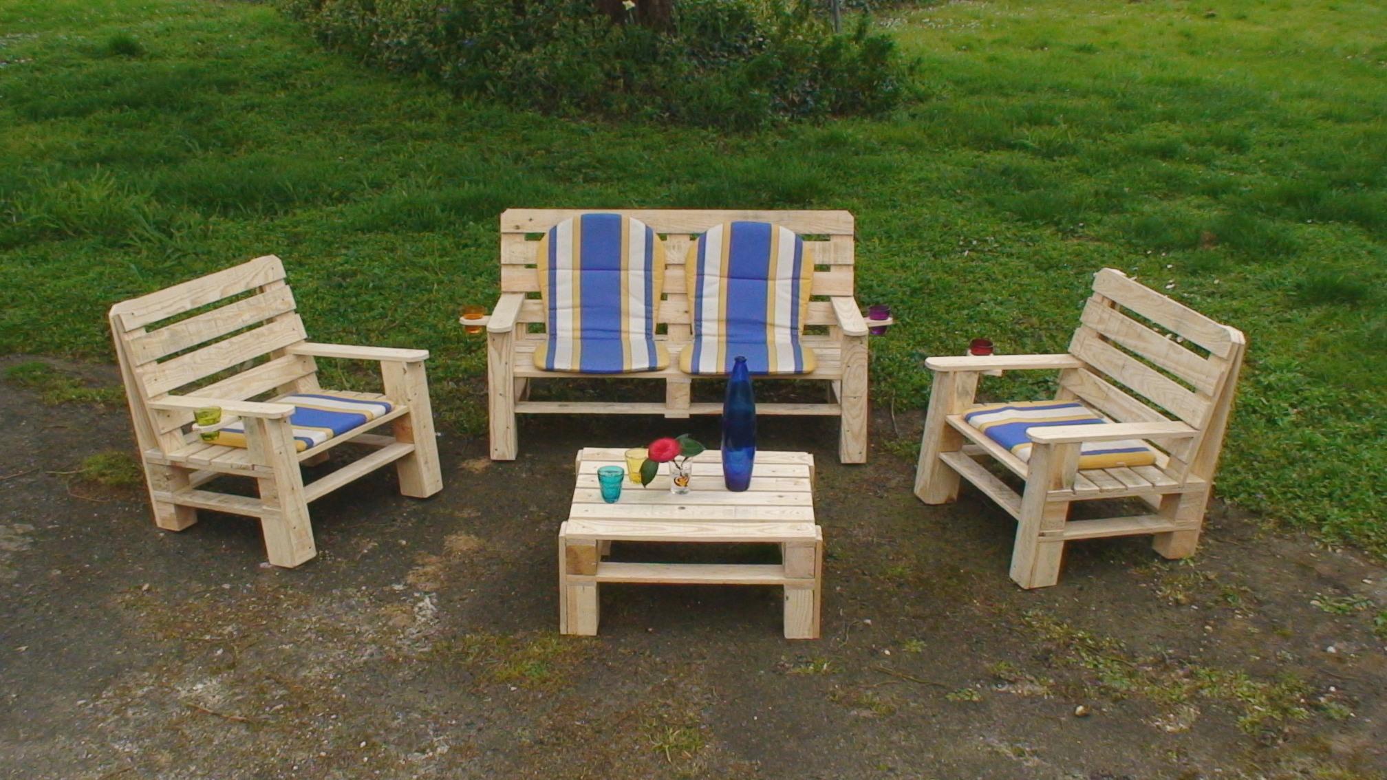mobilier de jardin en bois original jardin piscine et cabane. Black Bedroom Furniture Sets. Home Design Ideas