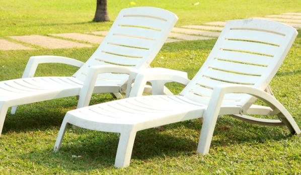 Renover salon de jardin plastique vert - Jardin piscine et Cabane