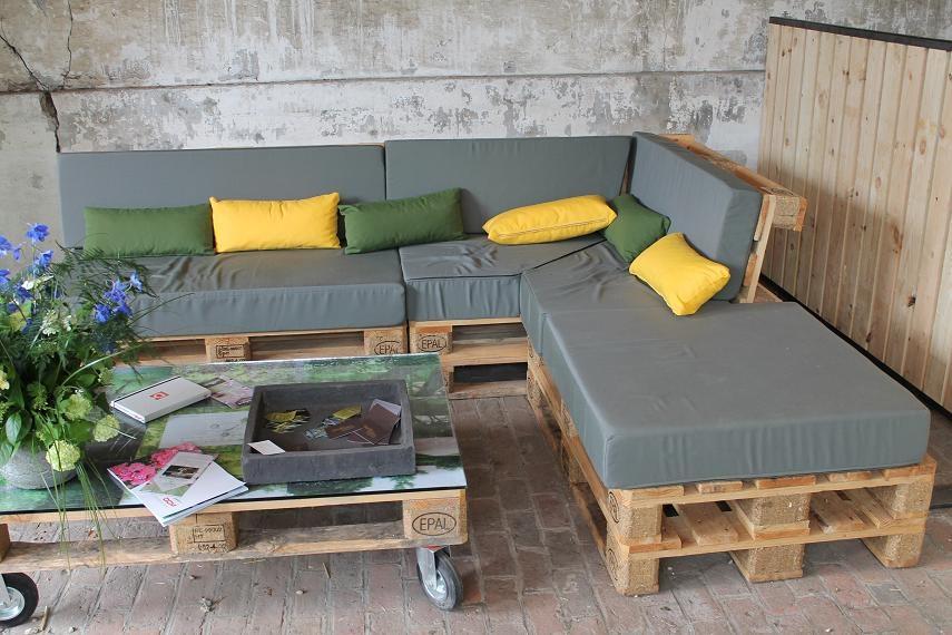 Salon de jardin en palette design - Jardin piscine et Cabane
