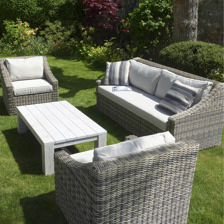 salon de jardin en plastique dur jardin piscine et cabane. Black Bedroom Furniture Sets. Home Design Ideas