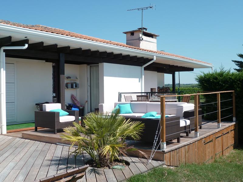 Salon de jardin sur terrasse bois - Jardin piscine et Cabane