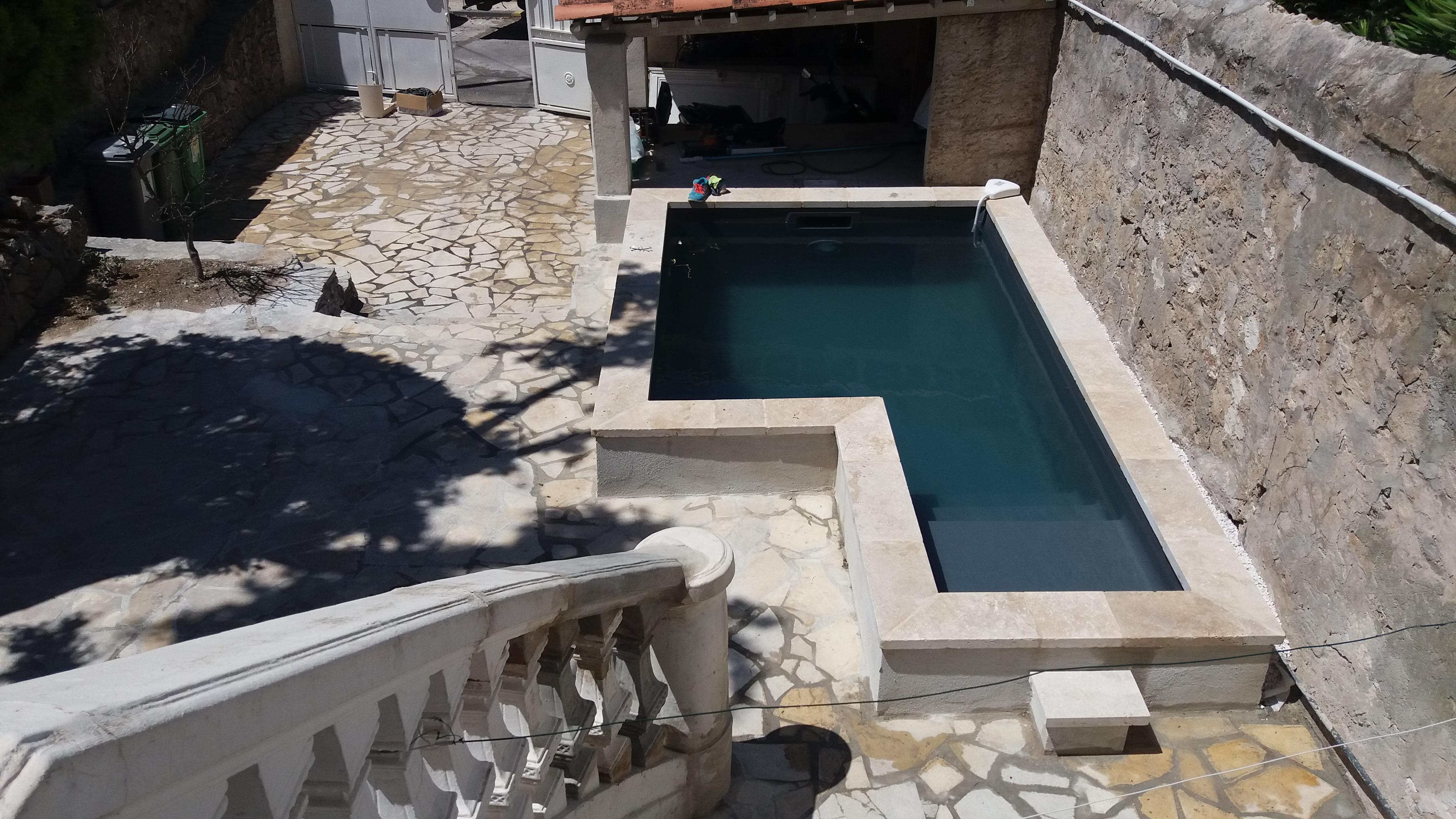 Construire piscine en ville jardin piscine et cabane - Piscine hors sol bricomarche ...