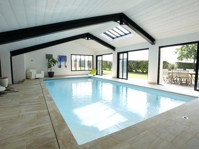 construire maison avec piscine couverte jardin piscine et cabane. Black Bedroom Furniture Sets. Home Design Ideas