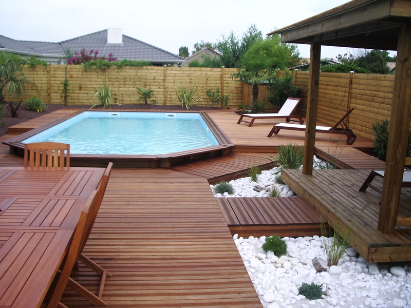 piscine bois dans jardin jardin piscine et cabane. Black Bedroom Furniture Sets. Home Design Ideas