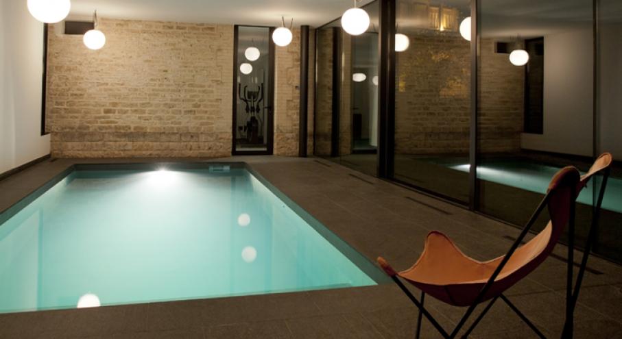 Construction piscine couverte particulier jardin piscine et cabane for Construction piscine interieure
