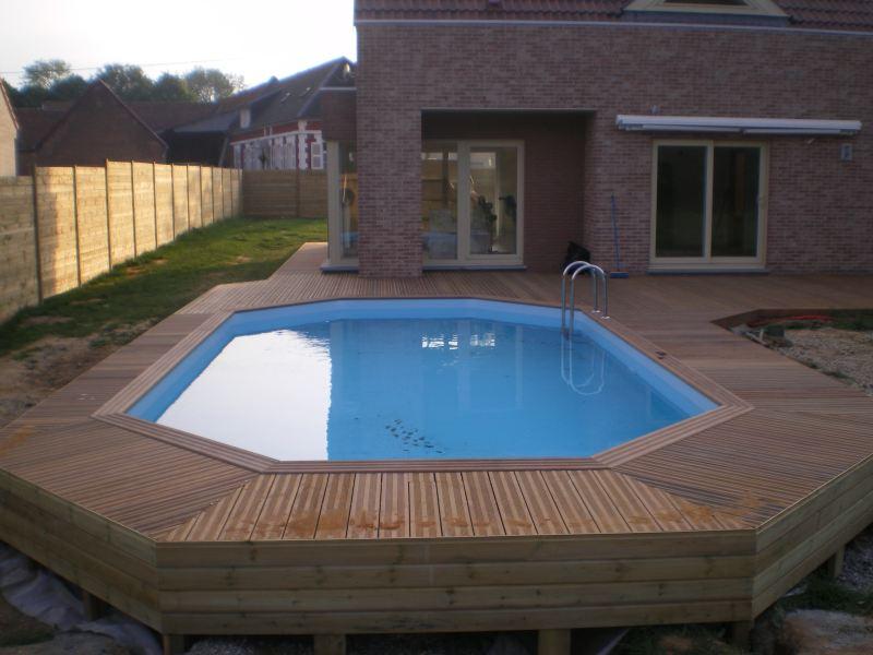 Construire une terrasse en bois pour piscine hors sol