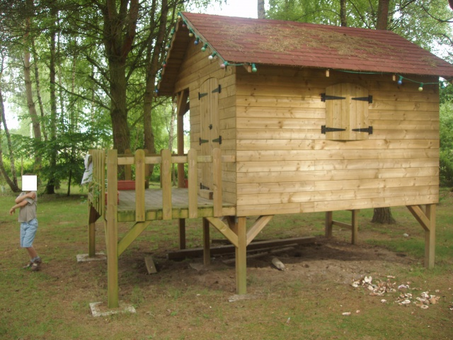 Plan de cabane en bois sur pilotis jardin piscine et cabane - Construire maisonnette en bois ...