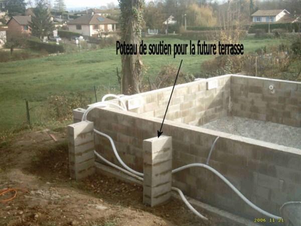 Comment construire sa piscine en parpaing jardin piscine et cabane - Parpaing polystyrene pour piscine ...