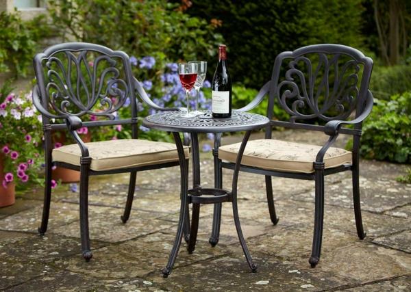 Petit salon de jardin table ronde