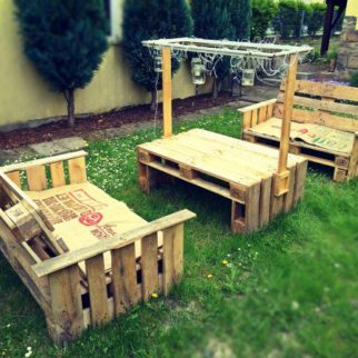 Table de salon de jardin en palette - Jardin piscine et Cabane