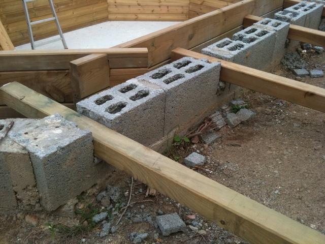 construire terrasse autour piscine hors sol jardin piscine et cabane. Black Bedroom Furniture Sets. Home Design Ideas