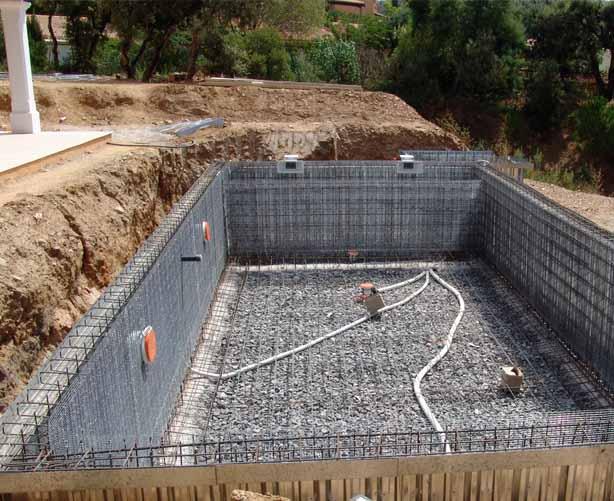 Construction piscine debordement jardin piscine et cabane for Piscine a debordement construction